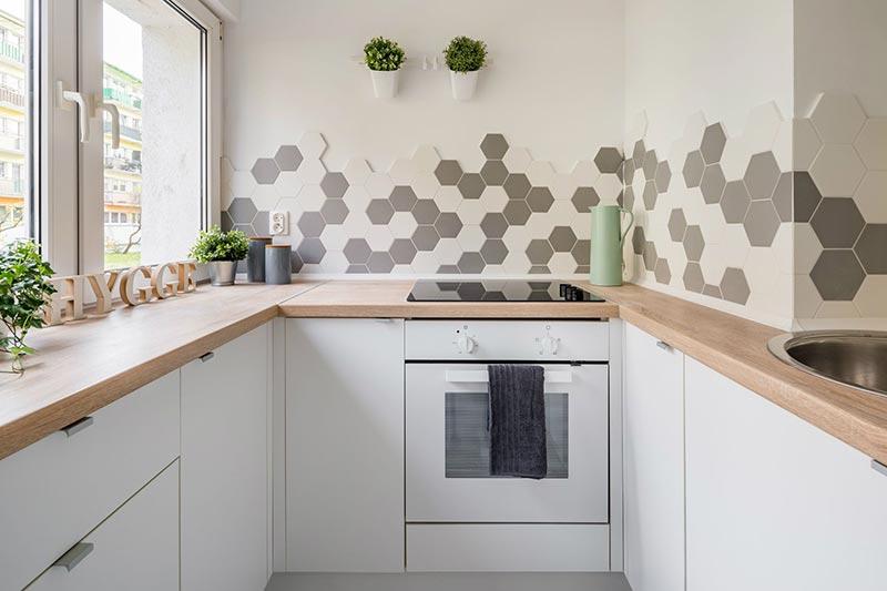 gạch lục giác ốp tường bếp
