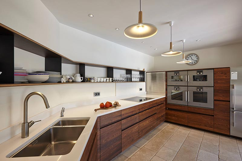 tủ bếp inox mặt đá nhân tạo