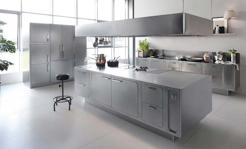 Vệ sinh tủ bếp Inox thường xuyến để không làm giàm tuổi thọ tủ bếp