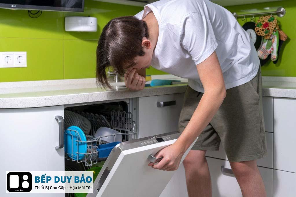 sửa máy rửa bát có mùi khó chịu